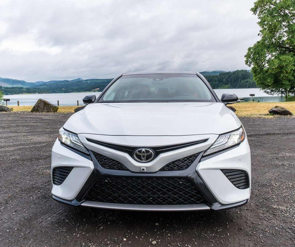 2018 toyota camry xse v6 review