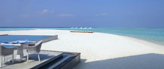 four seasons landaa giraavaru review