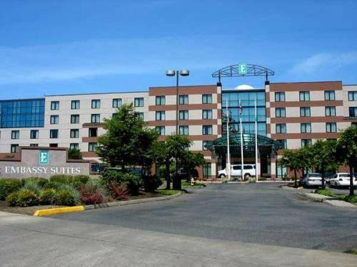 embassy suites lynnwood wa review